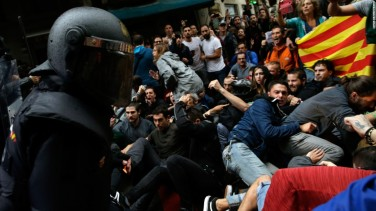 171001093030-12-catalonia-referendum-1001-super-169